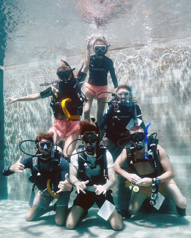 Divemaster trainees in the legend diving pool